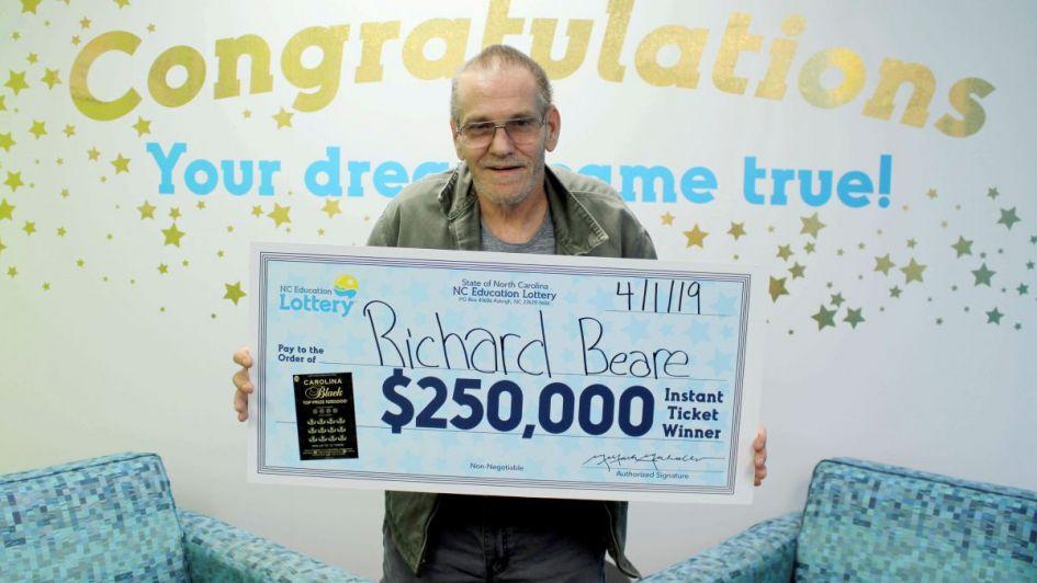 Un hombre con cáncer terminal ganó 250.000 dólares en la lotería de Estados Unidos