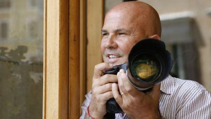 El fotografo publicó tres exclusivas que expusieron el lado más íntimo del fundador de Forza Italia.