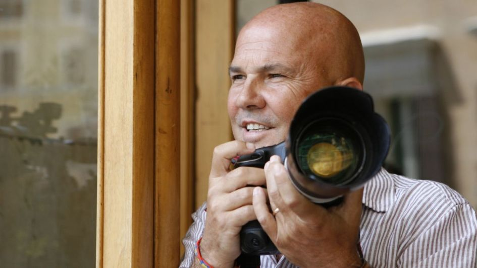 El fotógrafo amenaza con sacar a la luz 80 mil imágenes secretas de Silvio Berlusconi
