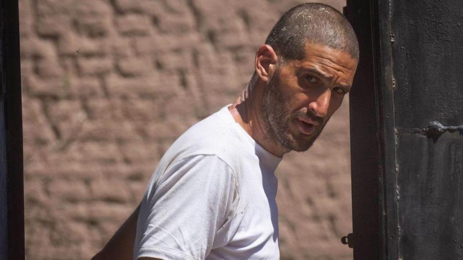 Pereg huyó de Israel para no ser internado en un psiquiátrico por andar sucio y desnudo