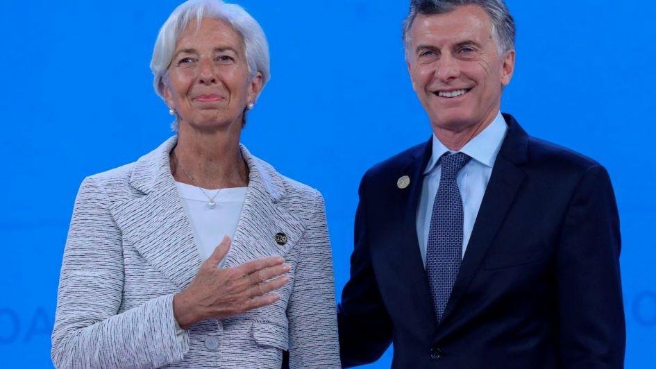 Las preocupaciones del FMI: menos recaudación, más inflación y el