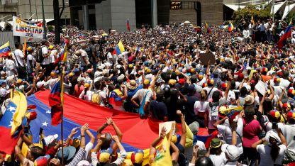 Cientos de miles de venezolanos coparon las calles en más de 350 puntos del país en rechazo a Maduro.