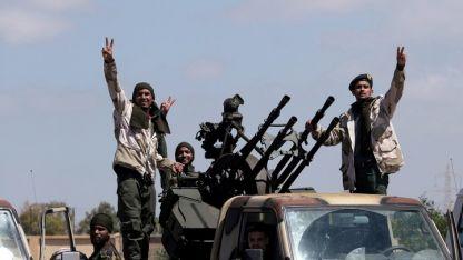 Milicianos. Un grupo de rebeldes en las afueras de Bengazhi, en el este de Libia