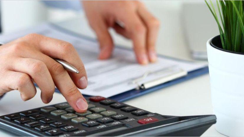 Crece el endeudamiento familiar y los comercios le escapan a los créditos