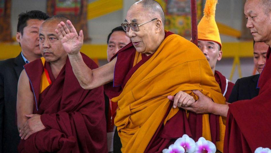 Preocupación mundial: internaron al Dalai Lama por una infección pulmonar