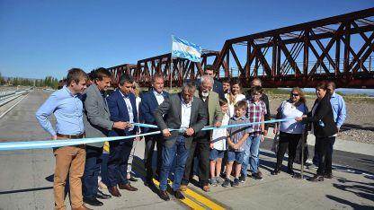Suárez se sumó ayer a una inauguración en San Rafael junto al Gobernador.