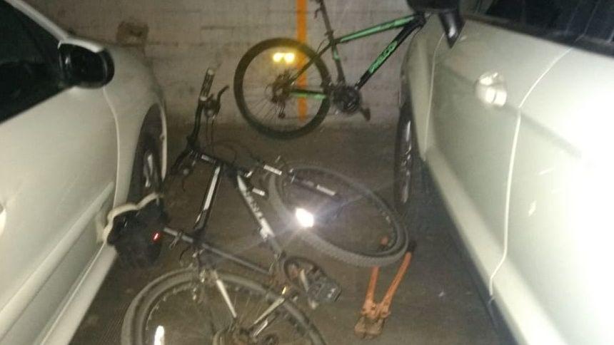 Entraron a un complejo de Godoy Cruz y los atraparon cuando intentaban escapar con 4 bicis