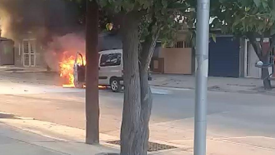 Video: un policía sufrió quemaduras tras la explosión de una camioneta en Dorrego