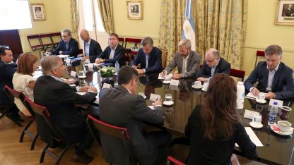 El presidente Mauricio Macri busca delinear urgente un plan para superar la crisis.