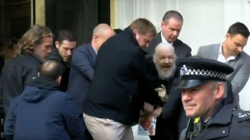 Arrestaron al fundador de WikiLeaks JulianAssange
