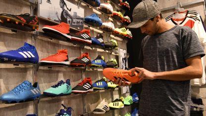 En alza. Los botines de fútbol de algunas marcas se ubican por encima de los $ 7.000.