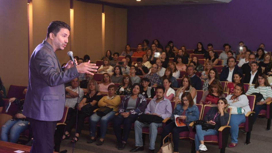 A sala llena, Hugo Lescano dio una charla sobre persuasión