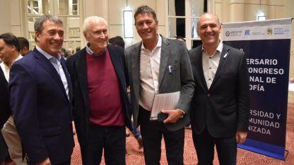 En una charla. Bermejo, el miércoles junto a Pino Solanas, su hermano Adolfo y Guillermo Carmona.