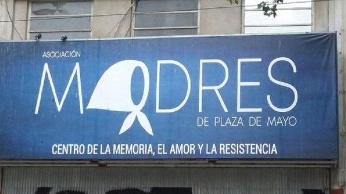 Madres de Plaza de Mayo resiste un operativo judicial