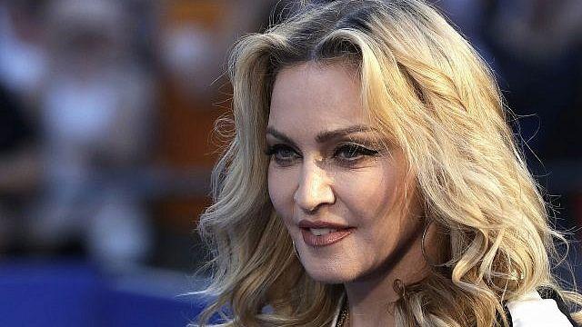 Madonna presentó una canción de