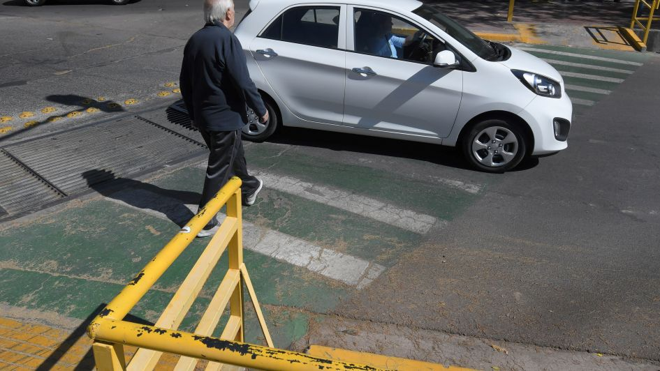 Poco respeto entre ciclistas, peatones y vehículos en las ciclovías de Godoy Cruz