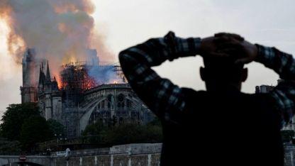 Llamas devoraron al histórico icono de París