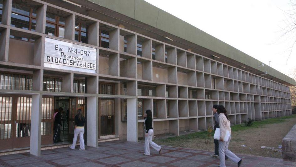 Preocupación en una escuela de Maipú por un hombre que persiguió a una alumna