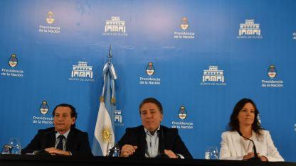 Sica, Dujovne y Stanley durante la conferencia.
