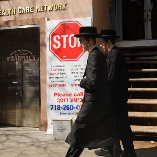 Rumores y errores de la farmacéutica: así volvió a surgir el sarampión