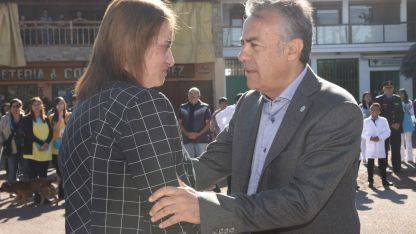 Aliados. Norma Trigo recibió ayer al gobernador Cornejo.