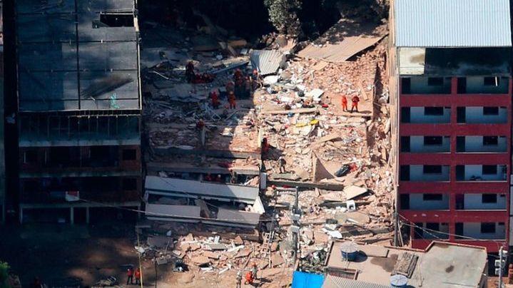 Ascienden a 20 los muertos por el derrumbe de dos edificos en una favela de Río