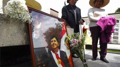 Seguidores del ex presidente de Perú lo despidieron en una ceremonia realizada ayer en Lima.
