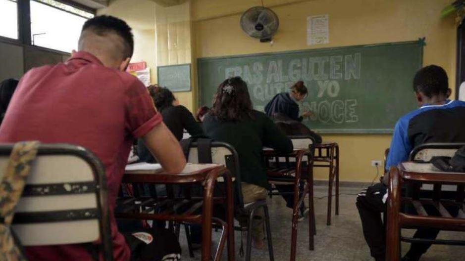 Nueva secundaria: extienden licencia por paternidad para los alumnos