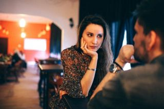 """Un café para conocerse. Pese a que muchos ya se conocen on line, la primera cita """"real"""" tiende a ser en un bar o una cervecería"""
