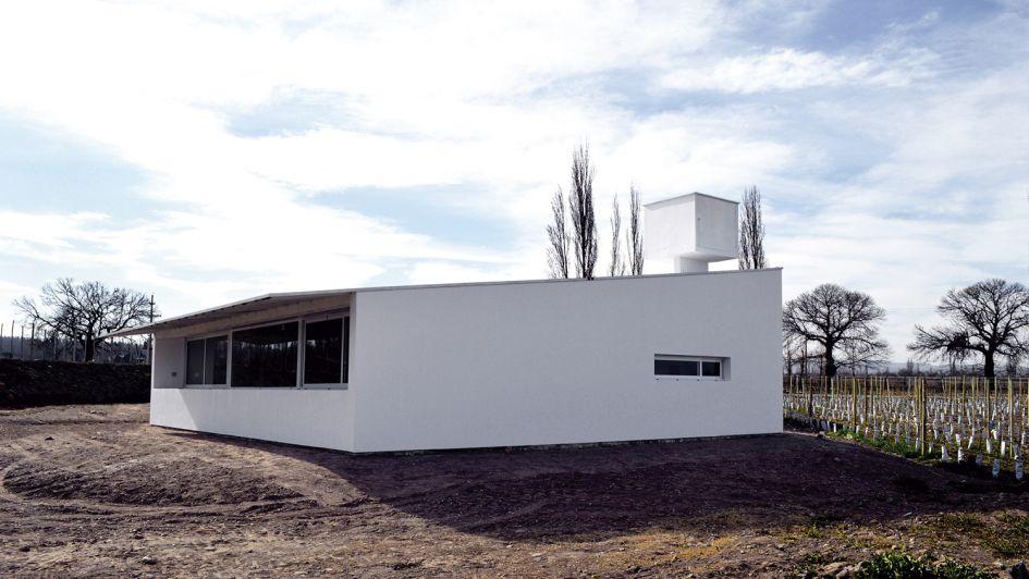 Unacasa unifamiliarde líneas simples y minimalistas en el Valle de Uco