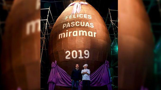 Record: hicieron un huevo de Pascua de 10.5 metros y 4100 kilos de chocolate en Miramar