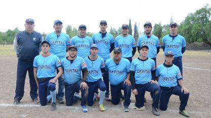 Campeones. El elenco de Municipalidad de Mendoza levantó la copa del torneo Vendimia