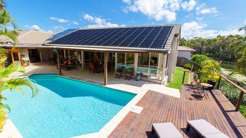 No hace falta decirle adiós al verano: calefacción de piscinas con energía solar