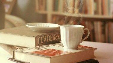 Un libro por un café.
