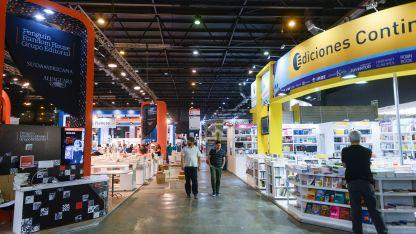 Detalles. Se ultiman los preparativos en el sector de jóvenes y niños de la Feria del Libro en la Rural.