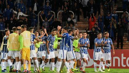 El plantel tombino festeja el triunfo ante Sporting Cristal.