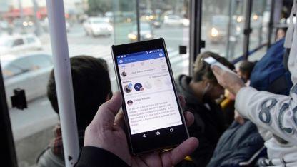 El smartphone, una herramienta fundamental para el viajero.