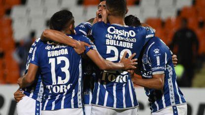 Godoy Cruz, que tiene el equipo poblado de jugadores de sus inferiores, marca el rumbo.