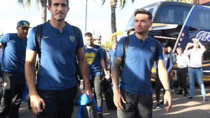Carlos Izquierdoz y Mauro Zárate encabezan la llegada del plantel de Boca al búnker en Maipú.