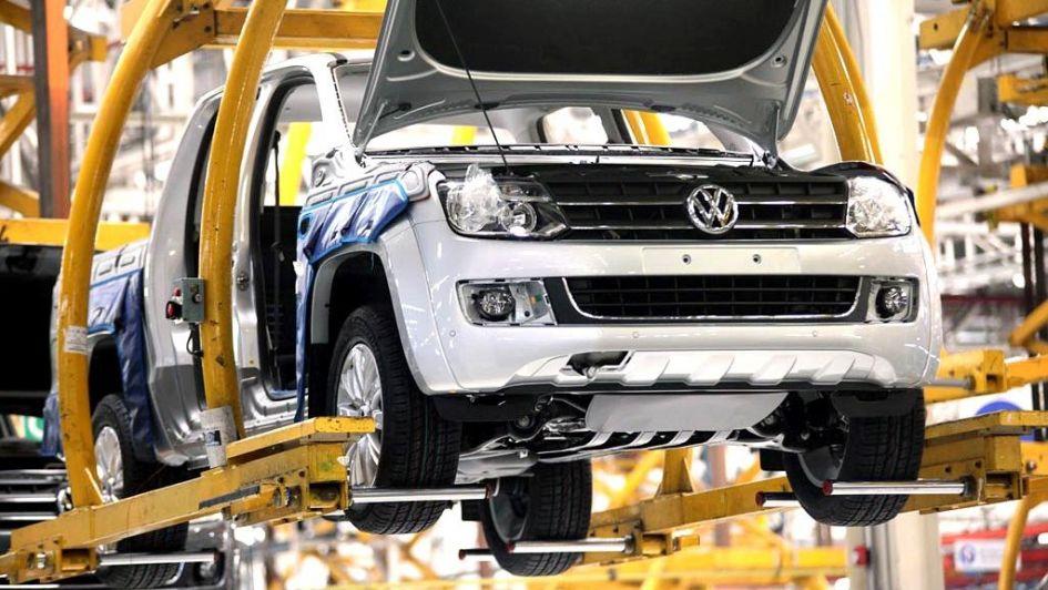 La industria cayó 13,4% y la construcción otro 12,3% en marzo