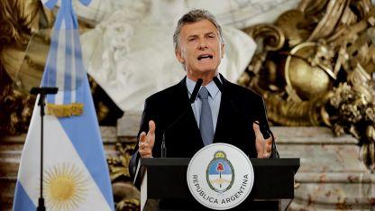 Macri amplió el diálogo y convocó a miembros de la oposición y referentes de sectores económicos y sociales.