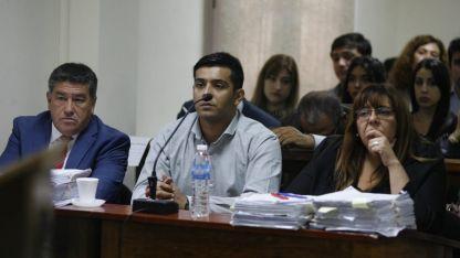 Damián Ortega, el acusado, junto a sus abogados.