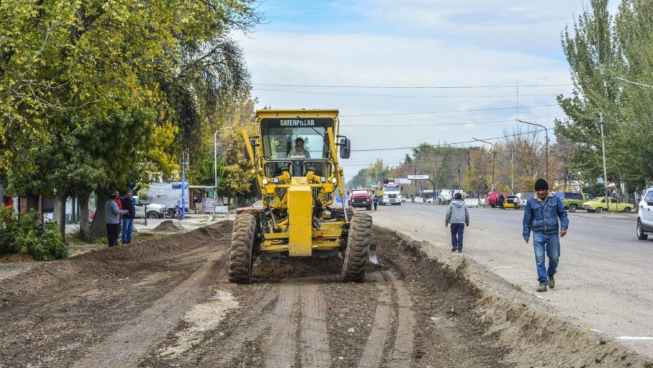 Construcción de colectora sobre Ruta 40