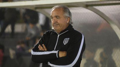 Bianco tiene dudas para el armado del equipo de mañana. La lesión de Bazán dejó al DT un poco desorientado.
