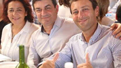 Omar De Marchi junto a su compañera de fórmula Susana Velázquez y candidato a intendente en General Alvear, Sebastián Martínez Barón.