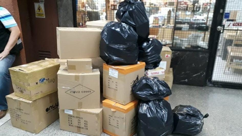 Megaoperativo en la galería Tonsa: secuestraron $ 1,5 millón en mercadería