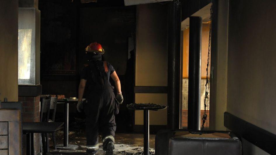Prendió una vela, se fue a dormir y provocó un incendio en un edificio de Godoy Cruz
