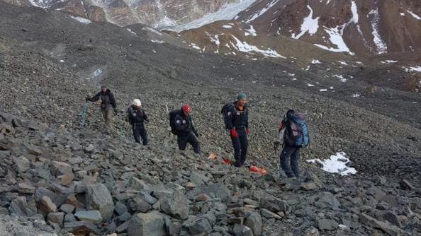 Tras un operativo de 12 horas lograron rescatar el cuerpo hallado en la Alta Montaña