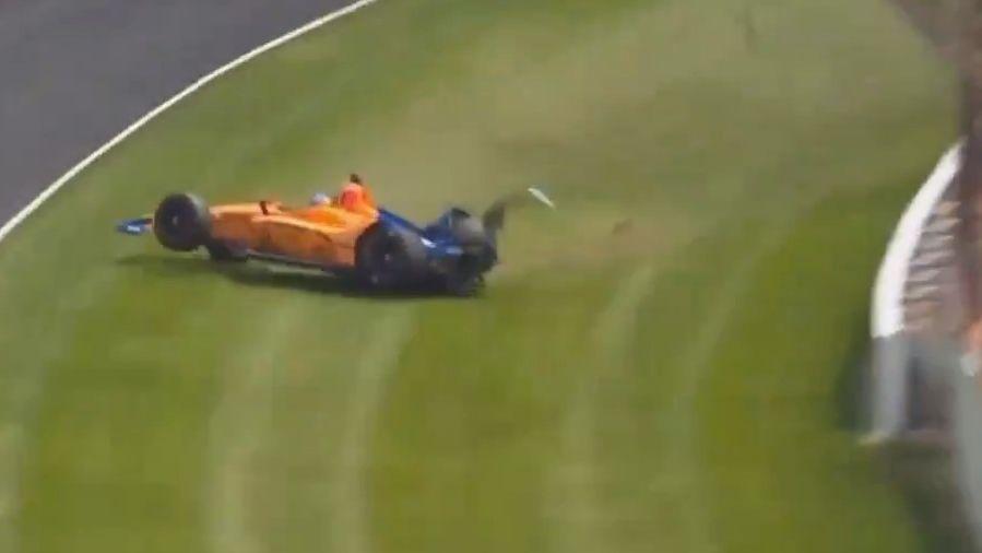 Se accidentó Alonso en las pruebas en Indianápolis