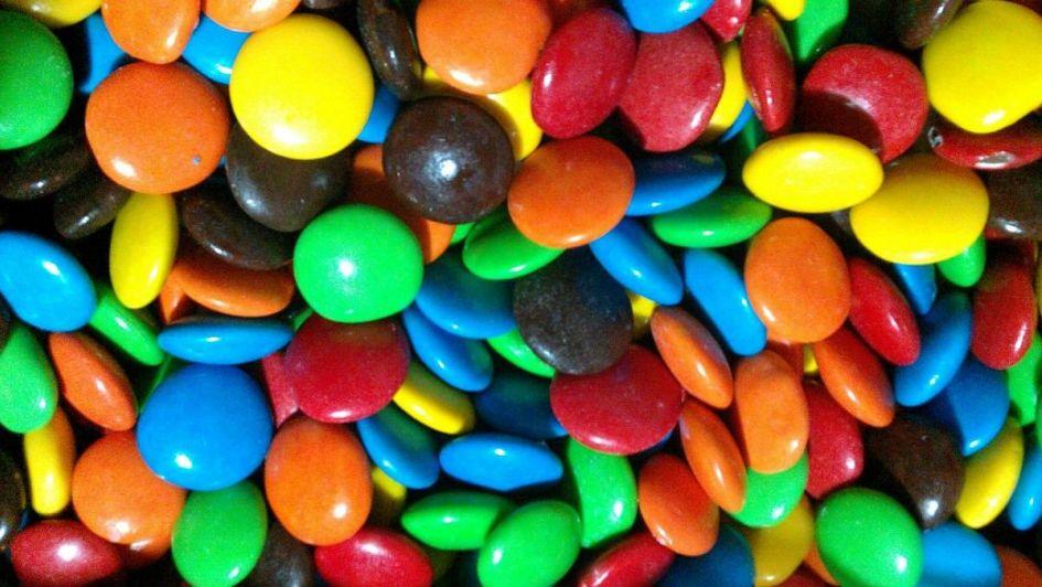 Prohibieron la venta de unos confites de chocolate y un orégano deshidratado